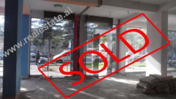 Ambjent biznesi ne shitje ne rrugen Sali Butka ne Tirane. Ambjenti ndodhet ne katin e pare te nje p