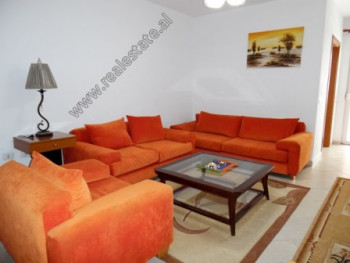 Apartament 2+1 me qera ne fillim te rruges Don Bosko ne Tirane. Apartamenti ndodhet ne katin e 3-te