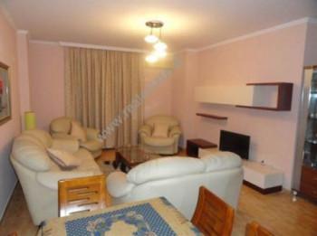 Apartament 2+1 me qera prane rruges Ismail Qemali ne Tirane. Apartamenti ndodhet ne katin e peste t