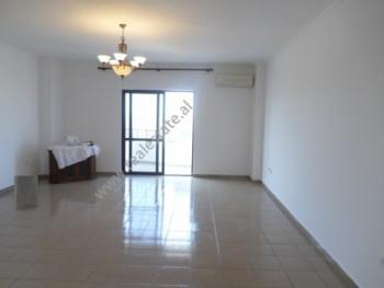 Apartament per zyra me qera ne rrugen Urani Pano ne Tirane. Zyra ndodhet ne katin e 10te te nje pal