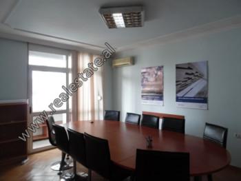 Apartament 3+1 me qera prane bulevardit Gjergj Fishta ne zonen e ish-Ekspozites ne Tirane. Ndodhet
