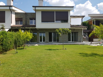 Villa for rent in one of the most beautiful residences of villas in Lunder.  Surrounded by green g