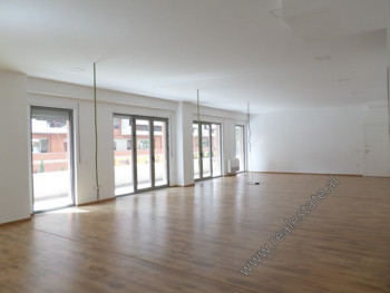 Office space for rent in Delijorgji Complex in Kavaja street, in Tirana. It is located on the secon