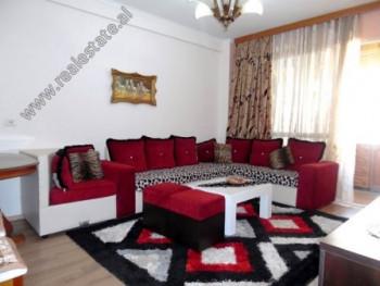 Apartament 2+1 me qera ne rrugen Sali Butka ne Tirane. Ndodhet ne katin e 5-te te nje pallati te ri