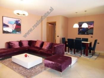 Apartament 3+1 me qera ne rrugen Milto Tutulani ne Tirane. Ndodhet ne katin e 9-te te nje pallati t