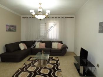 Apartament 2+1 me qera ne rrugen Karl Gega ne Tirane. Apartamenti ndodhet ne katin e dyte te nje pa