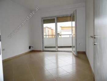 Zyre me qera ne rrugen Hasan Alla ne Tirane Zyra ka siperfaqe totale prej 108.1 m2 dhe siperfaqe te