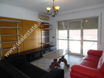 Apartament 2+1 me qera ne rrugen Jan Kukuzeli, shume prane Ambasades Amerikane ne Tirane. Ndodhet n
