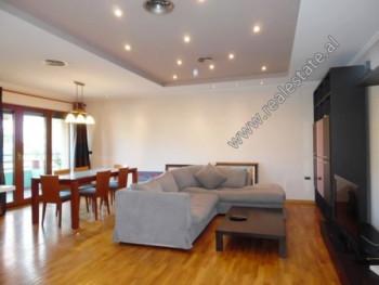 Apartament 2+1 me qera prane rruges se Elbasanit ne Tirane. Ndodhet ne katin e 4-te te nje pa