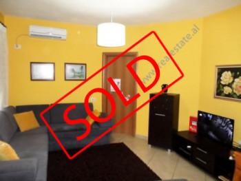Apartament per shitje ne zonen e kryqezimit te Vasil Shantos ne Tirane. Apartamenti ndodhet ne kati