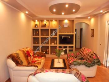 Apartament 3+1 me qera ne rrugen Faik Konica, prane shkolles Asim Vokshi ne Tirane.  Ndodhet ne ka
