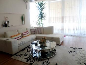 Apartament 2+1 per shitje ne rrugen e Dibres ne Tirane. Ndodhet ne katin e 4-te te nje pallati te r