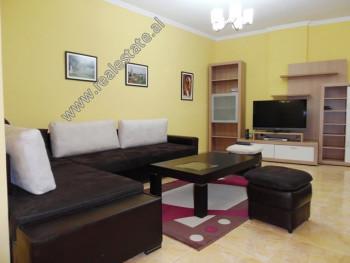 Apartament 2+1 me qera ne rrugen Peti ne Tirane. Ndodhet ne katin e 2-te te nje kompleksi te ri pal