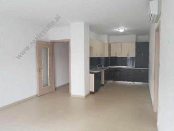 Apartament 2+1 per shitje ne zonen e Don Boskos ne Tirane. Ndodhet ne katin e 6-te te nje pallati t