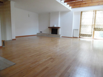 Duplex apartment for rent in Ilo Mitko Qafezezi street in Tirana.
