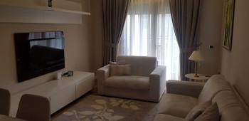 Apartament me qera tek Liqeni i Thate ne Tirane. Ndodhet ne katin e 5-te te nje pallati te ri me as