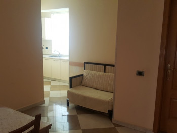 Apartament 2+1 me qera ne rrugen Shyqyri Berxolli ne Tirane. Ndodhet ne katin e 5-te te nje pallati