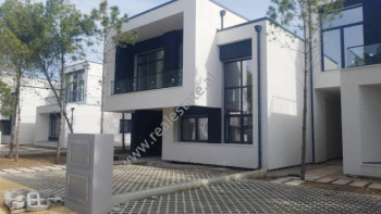 Luxory villa for sale in Hamallaj, in Lalzit Bay. The two floor villa is located on the third row o
