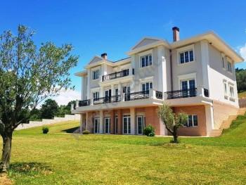 Three storey villa for sale in Vore-Marikaj Street in Tirana. It offers a total land area of 3400m2
