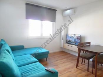 Apartament 1+1 me qera ne rrugen e Durresit ne Tirane. Ndodhet ne katin e 5-te te nje pallati ekzis