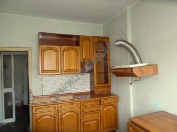 Apartament 3+1 per shitje ne rrugen e Durresit buze rruge kryesore ne Tirane. Ndodhet ne katin e 4-