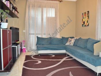 Apartament 1+1 per shitje prane Ish Ambasades Jugosllave ne Tirane. Pozicionohet ne katin e 2-te te