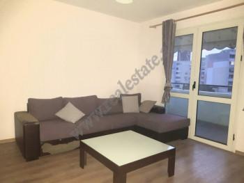 Apartament 1+1 per shitje ne rrugen e Elbasanit ne Tirane. Apartamenti ndodhet ne katin e gjashte t