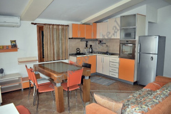 Apartament me qera ne rrugen Todi Shkurti ne Tirane, afer qytetit studenti.  Apartamenti ndodhet n