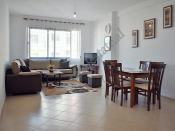Apartament 2+1 me qera ne rrugen Hito Cako ne Tirane. Ndodhet ne katin e gjashte te nje pallati te