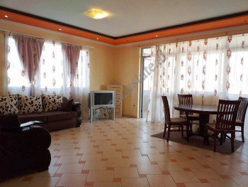 Apartament 1+1 me qera ne rrugen Dervish Bej Mitrovica ne Tirane.  Ndodhet ne katin e 10-te te nje