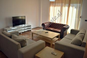 Apartament 2+1 me qera ne rrugen e Bogdaneve ne Tirane. Ndodhet ne katin e 6-te te nje pallati te r