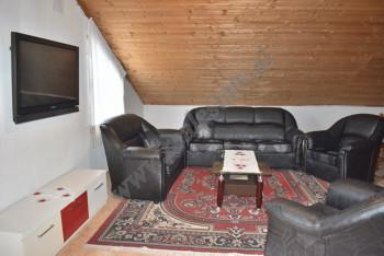 Apartament me qira ne rrugen Skender Halili prane mbikalimit te ktheses se Kamzesne Tirane. S
