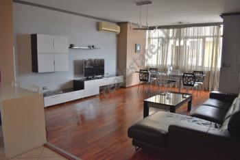 Apartament 3+1 me qira ne bulevardin Zogu I ne Tirane. Gjendet ne katin e 8 te nje pallati me ashen
