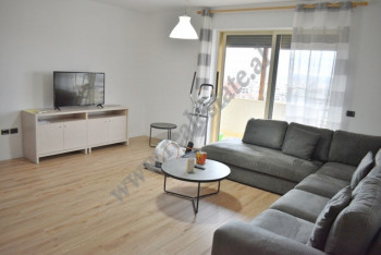 Apartament 2+1 me qira prane rruges se Durresit ne Tirane. Shtepia ndodhet ne katin e nente dhe te