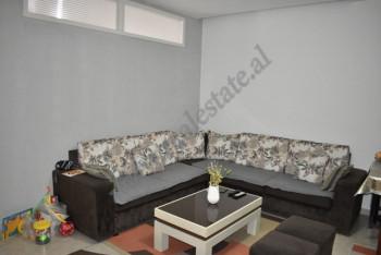 Apartament 1+1 i konvertuar ne 2+1 per shitje ne zonen e Misto Mame ne Tirane. Ndodhet ne katin e t