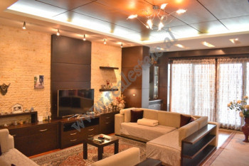 Apartament 3+1 per shitje ne Bulevardin Zhan Dark ne Tirane. Ndodhet ne katin e dhjete te fundit