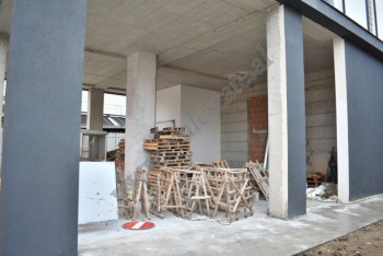Store space for rent on Elbasani street in Tirana, Albania. It is located on the ground floor of a