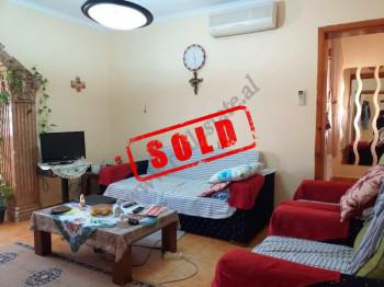 Apartament 2+1 per shitje prane rruges Ali Demi ne Tirane. Ndodhet ne katin e 5-te te nje pallati t