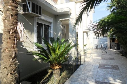 This is a beautiful, brand new, very modern villa, with excellent style. It is positioned in a new r