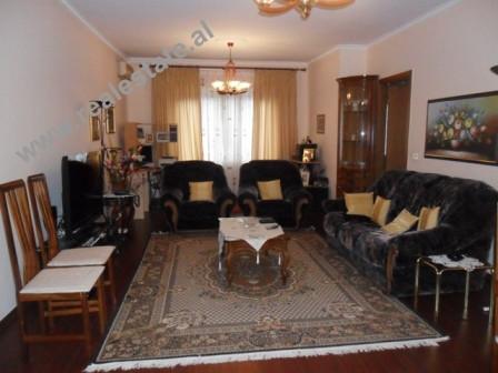 Apartament me qera per zyra prane Ministrise se Puneve te Jashtme ne Tirane. Apartamenti ndodhet ne