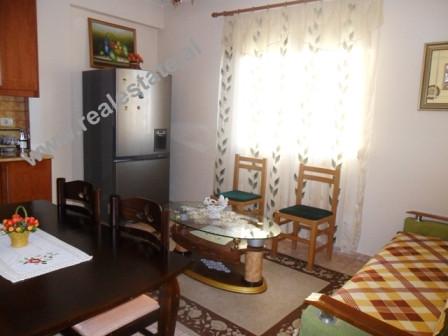 Apartament 2+1 me qera ne rrugen Muhamet Gjollesha ne Tirane. Apartamenti ndodhet ne katin e III te