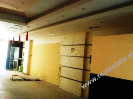 Space store for rent in Tirana. The store with 100m2 of space is positioned on the first floor of a