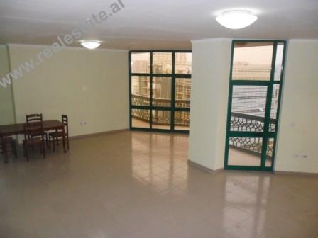 Apartament 3+1 ne shitje ne rrugen e Kavajes ne Tirane. Apartamenti ndodhet ne katin XI dhe XII te n