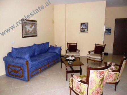Apartament 2+1 me qera te ATSH-ja ne Tirane. Apartamenti ndodhet ne nje lagje te qete dhe te njohur