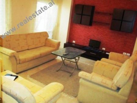 Apartament 2+1 me qera ne rrugen Robert Shvarc ne Tirane. Apartamenti ndodhet ne nje lagje te njohu
