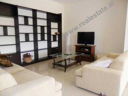 Apartament 2+1 me qera ne rrugen Faik Konica ne Tirane. Apartamenti ndodhet ne nje nga zonat me te