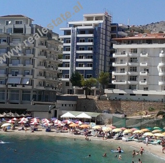 Apartamente ne shitje prane Portit, ne Sarande.Objekti prej 9-kate shtrihet rreth 70 m larg detit, n