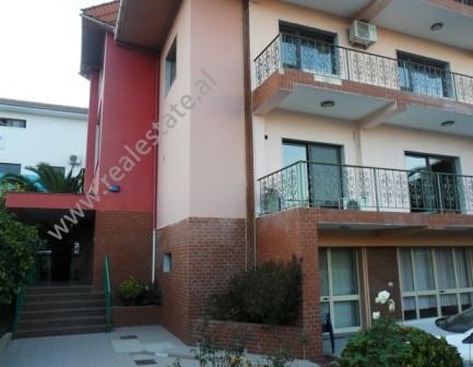 Vile 4-kateshe me qera ne rrugen Liman Kaba te kompleksi Dinamo ne Tirane. Vila ndodhet ne rrugen kr