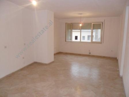 Apartament 2+1 per shitje ne rrugen Bardhok Biba ne Tirane. Apartamenti ndodhet ne katin e 3 te nje