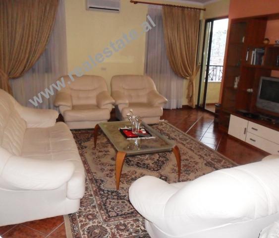 Apartament 3 + 1 me qera ne rrugen Nikolla Tupe ne Tirane. Apartamenti ndodhet ne katin e tete te n